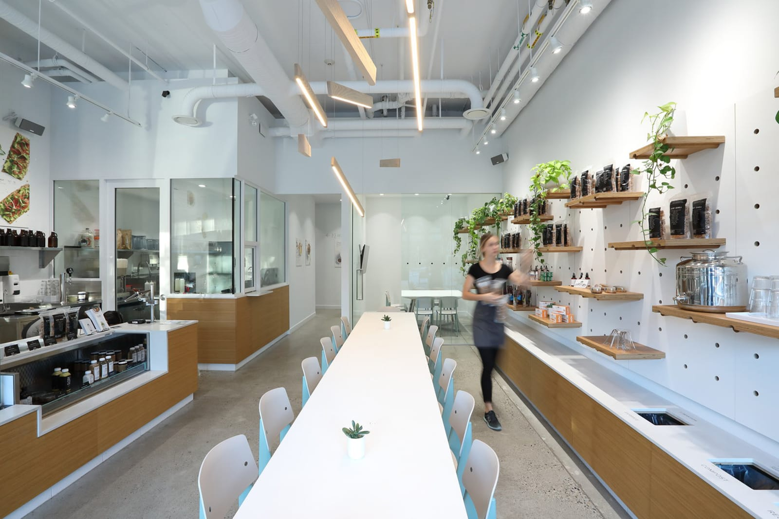 Кафе – бар Glory Juice Lonsdale на севере Ванкувера, Канада от бюро Mcfarlane Green Biggar Architecture + Design, HQ architecture, HQarch, HQ arch, high quality architecture